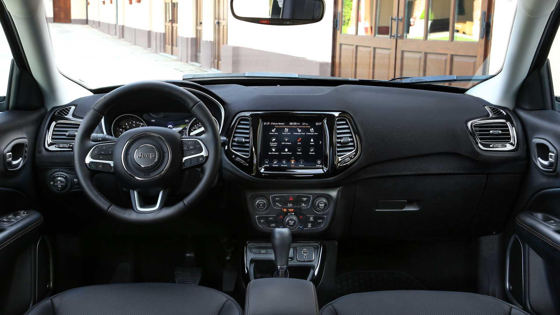 Jeep pune cap Compass pe Italia