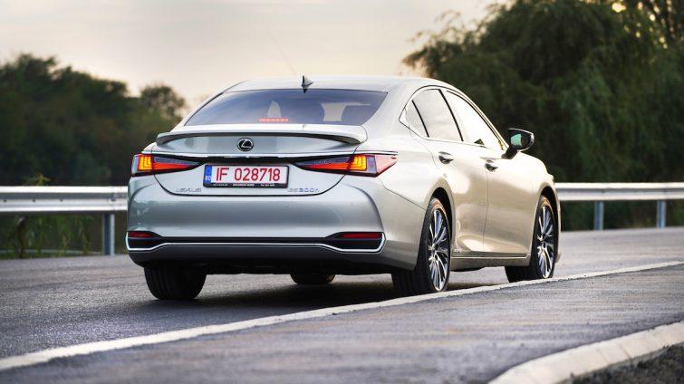 Test Drive Lexus ES 300h