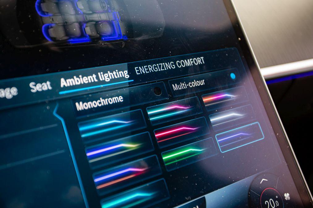 lumina ambientala mercedes S-Class 2021