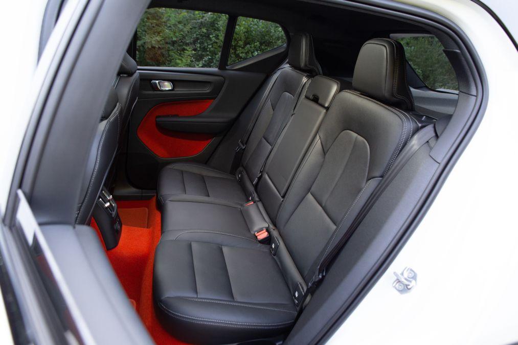 locuri spate Volvo XC40 Recharge T5