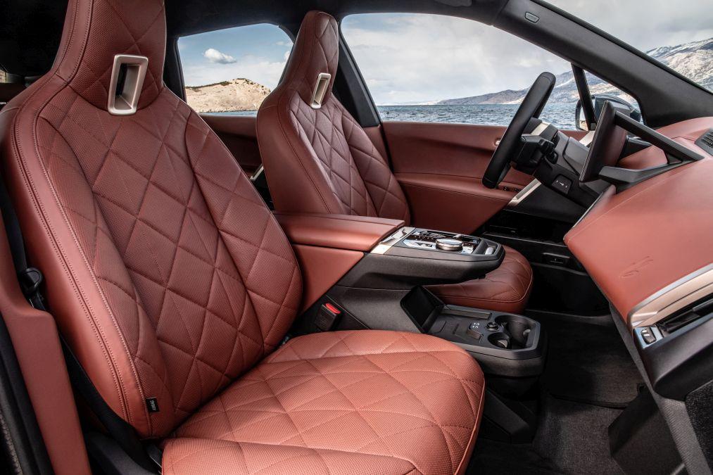 locuri fata BMW iX
