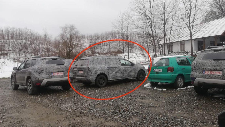 Poză spion: Dacia cu 7 locuri