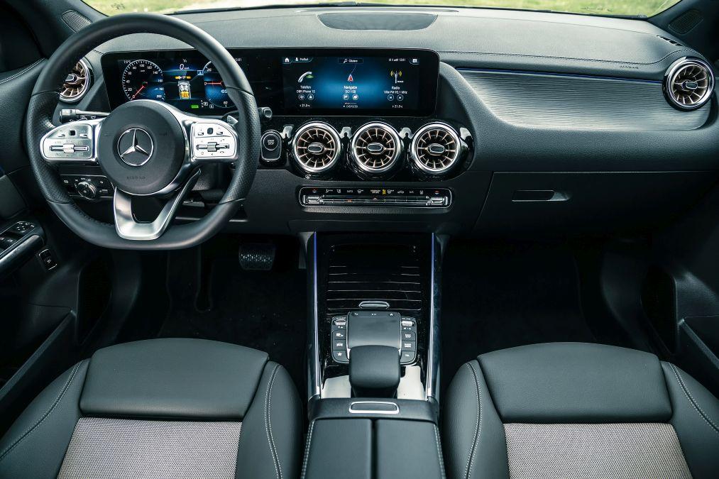 plansa de bord Mercedes EQA