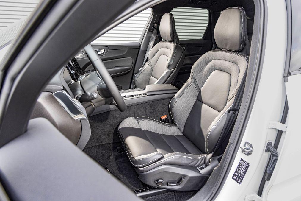 locuri fata Volvo XC60