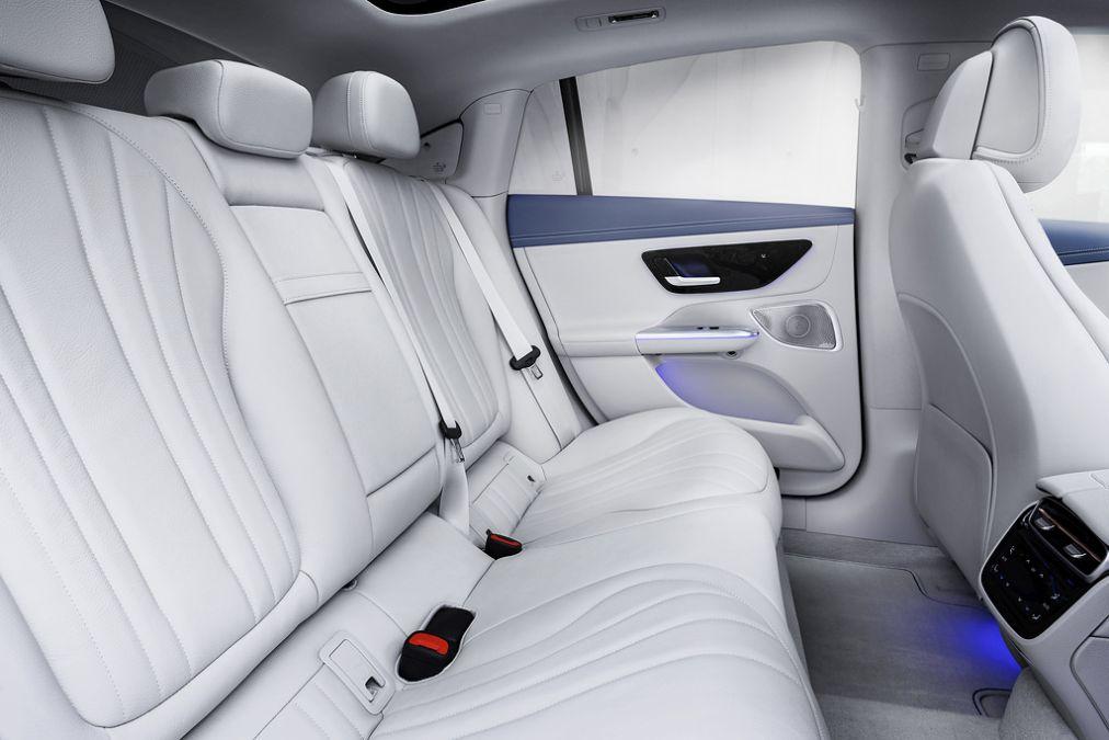 locuri spate Mercedes EQE